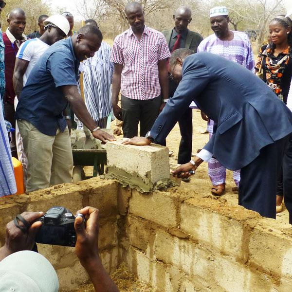 Grundsteinlegung mit Umweltminister Bassière von Burkina Faso für das Ökozentrums von Terra Verde